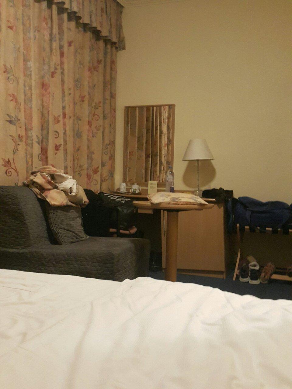 Ljus antande hotellrum