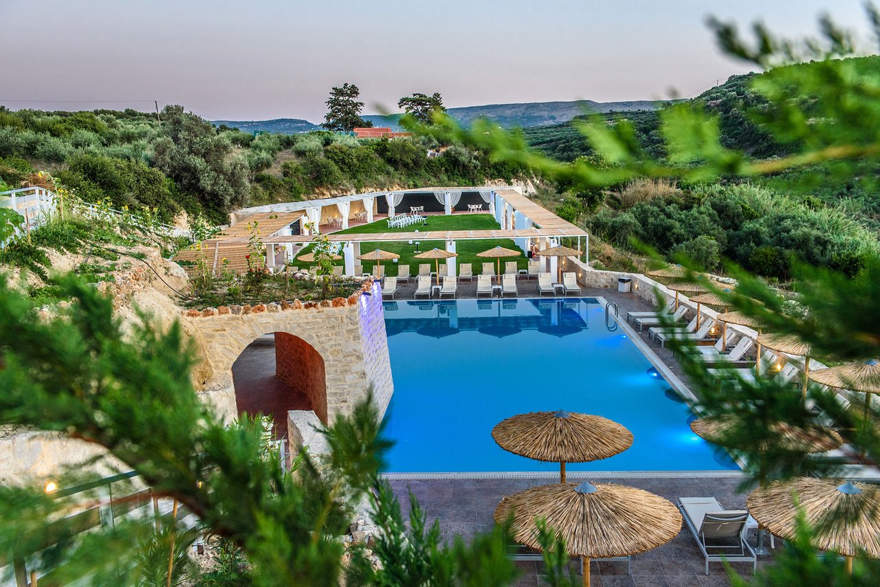Petrinos Aparts 3 (Rethymno) - photos, prices and hotel reviews