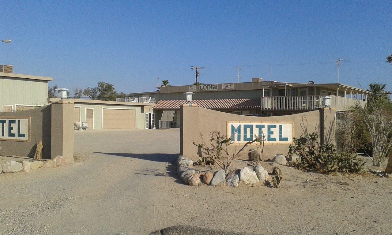 Ray And Carols Motel By The Sea