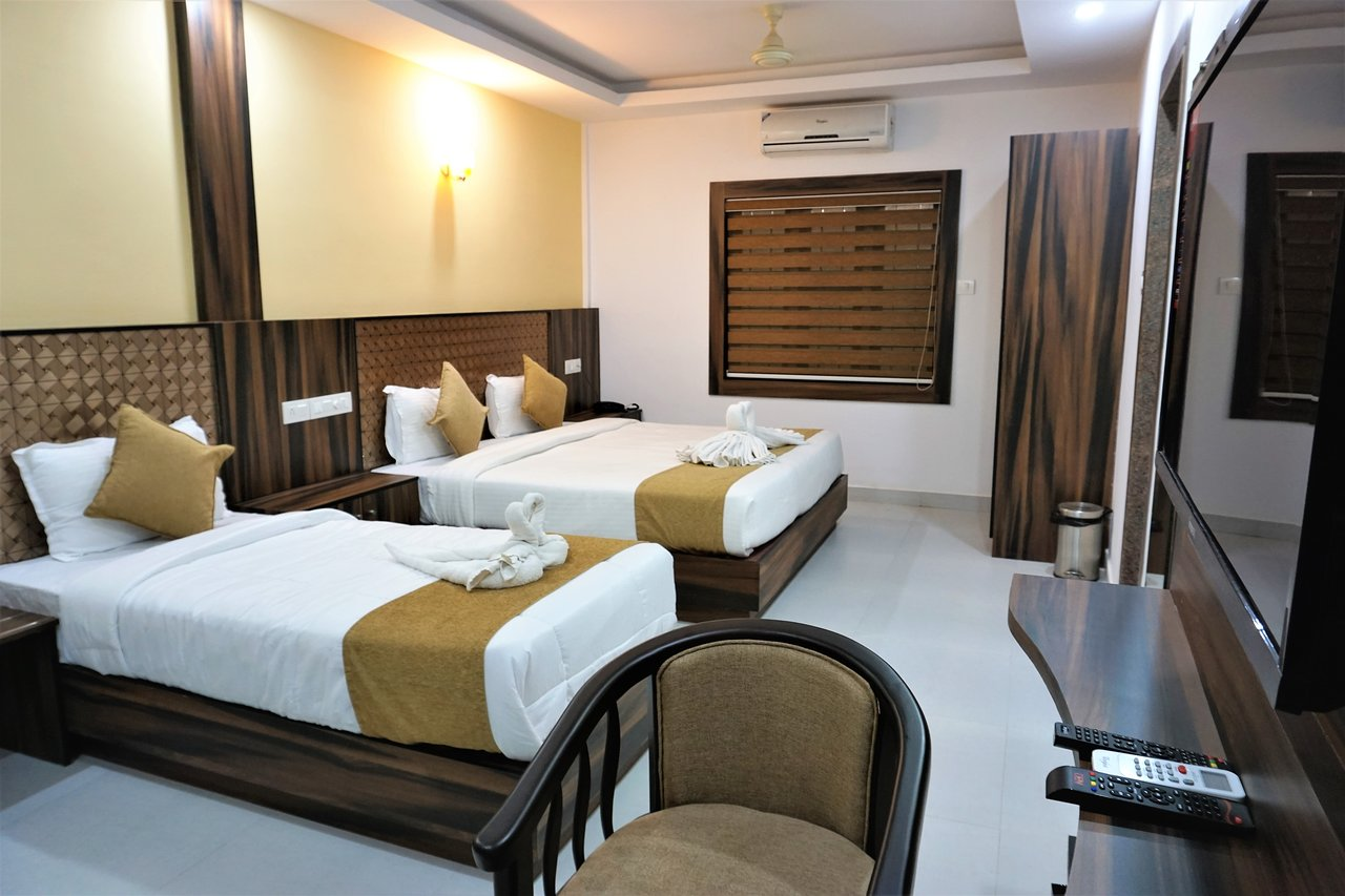 Enjoyable Hotel Kochi Crown Updated Prices Reviews Photos Kochi Beutiful Home Inspiration Ommitmahrainfo