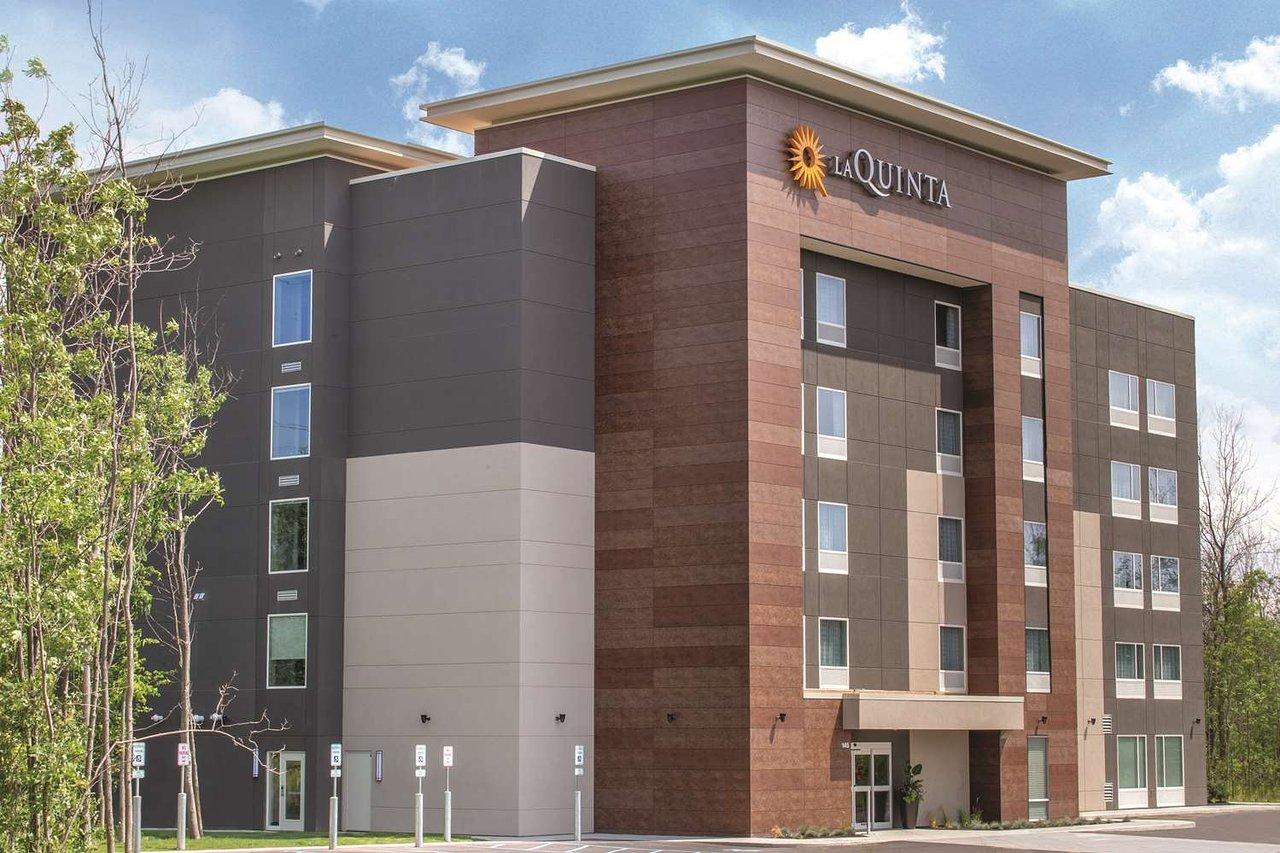 La Quinta Inn Suites Buffalo Amherst 71 8 4 Prices