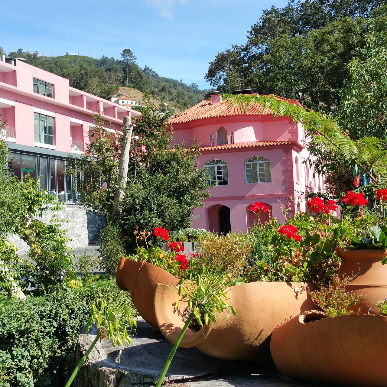 Costruire Una Mini Serra Riscaldata hotel quinta da serra - bio hotel (estreito de camara de