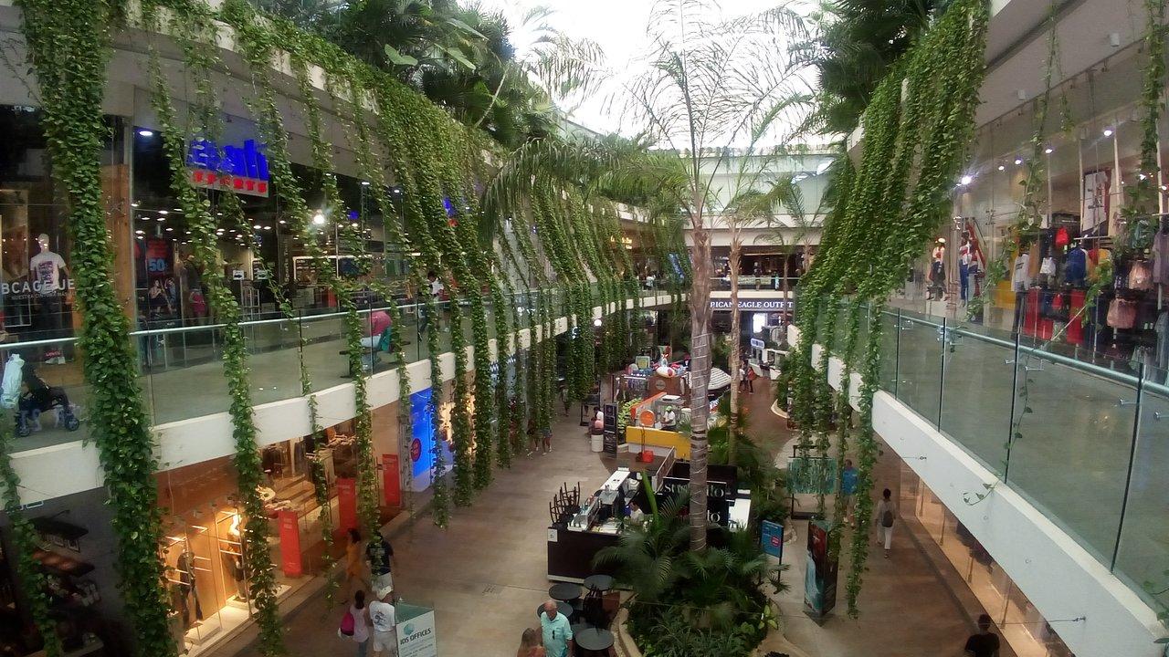 Quinta Alegria Shopping Mall (Playa del