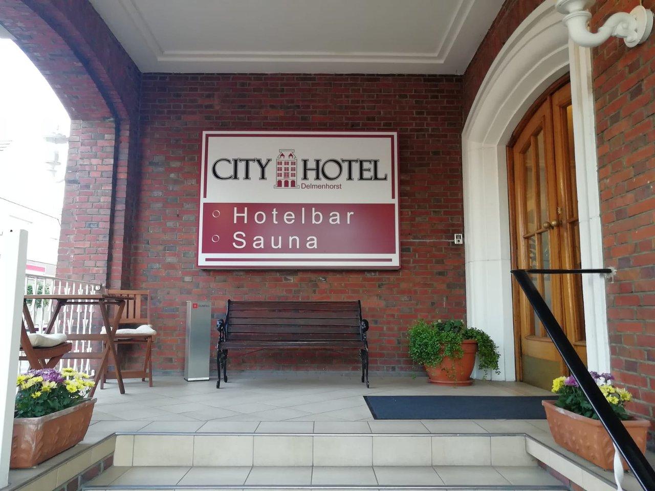 Das Hotel ist sehr zentral gelegen und hat eine sehr gut zu Fuß erreichbar.