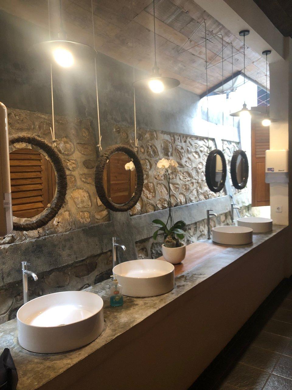 green hill bed station prices hostel reviews labuan bajo rh tripadvisor com
