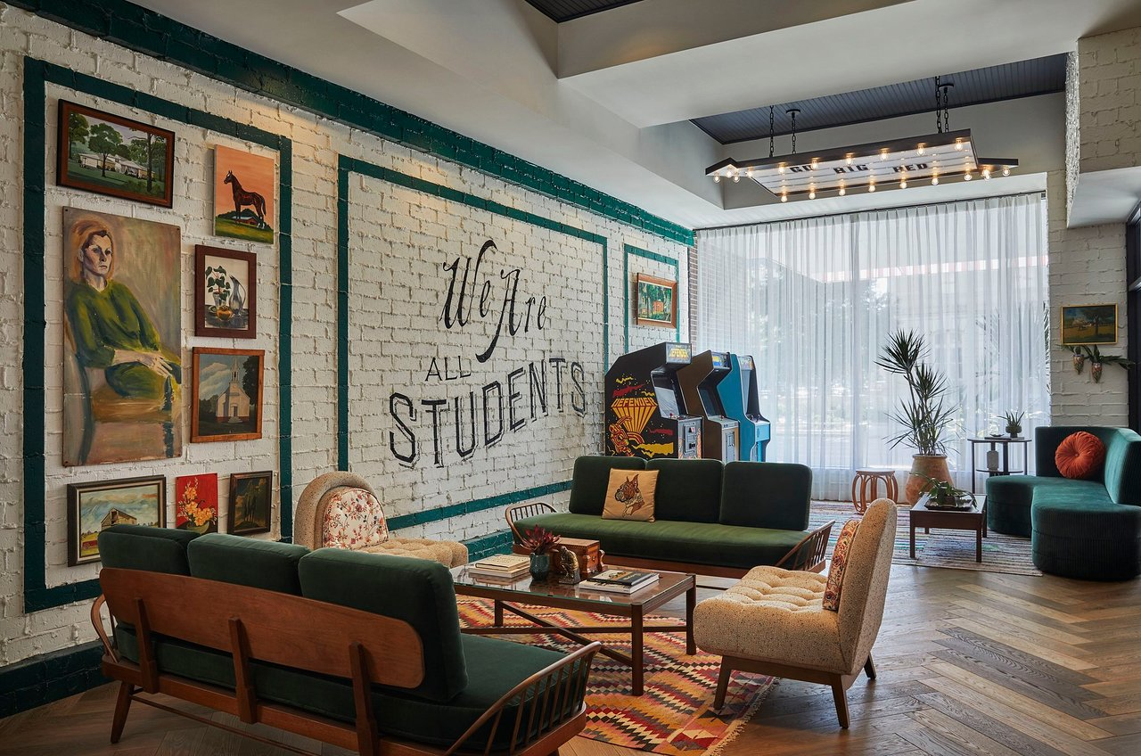 Awesome The 10 Best Lincoln Hotels With Shuttle Nov 2019 With Bralicious Painted Fabric Chair Ideas Braliciousco