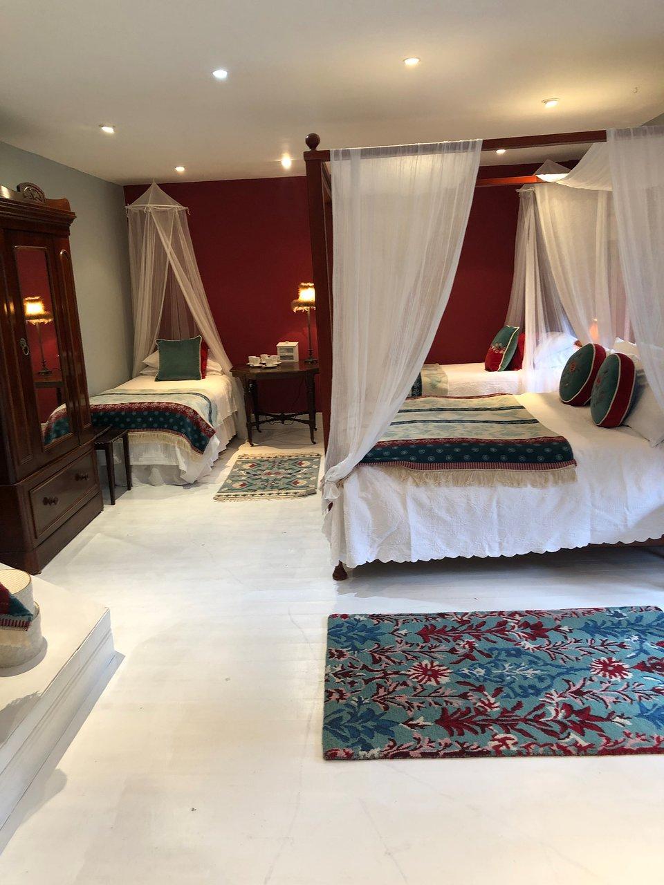 BARNABROW COUNTRY HOUSE - Prices & Villa - TripAdvisor