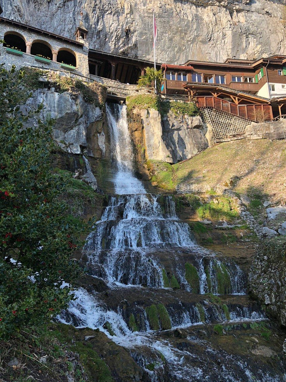 5 أنشطة سياحية يمكن القيام بها في كهف سانت بيتوس في انترلاكن سويسرا