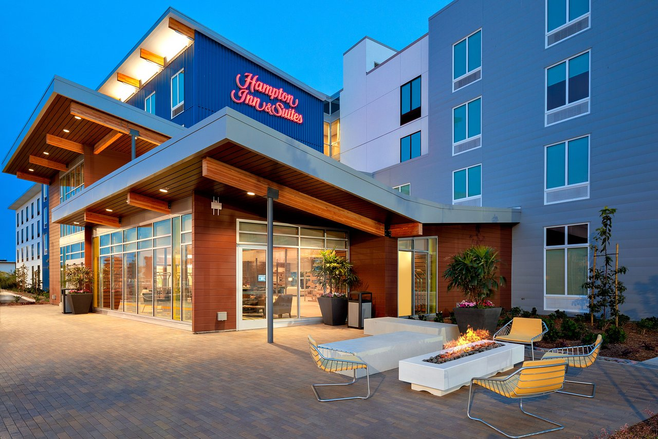 HAMPTON INN AND SUITES SAN DIEGO AIRPORT LIBERTY STATION $161