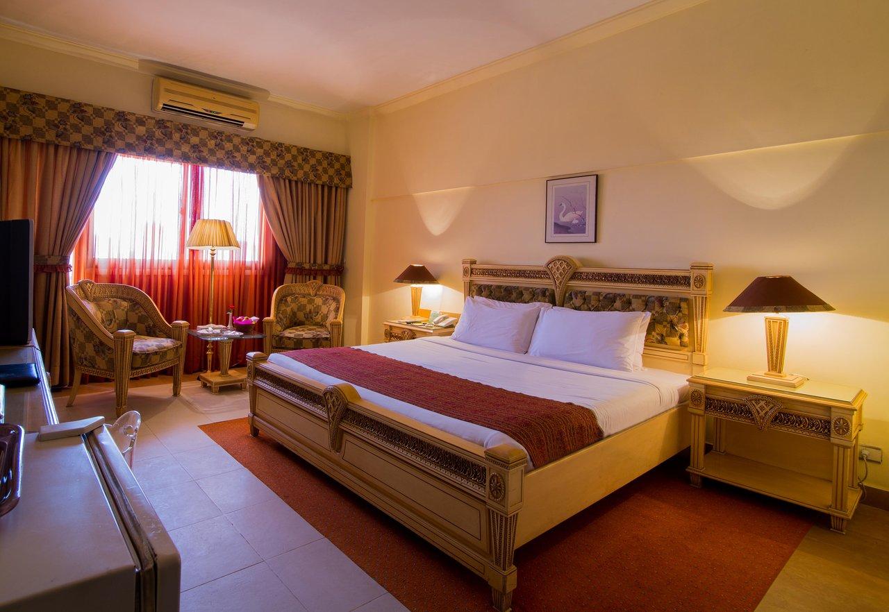 Hotellit Karachi dating