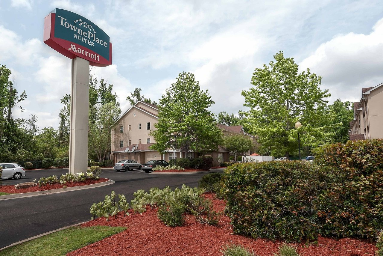 Jimmy Swaggart Campmeeting - Review of Renaissance Baton Rouge Hotel