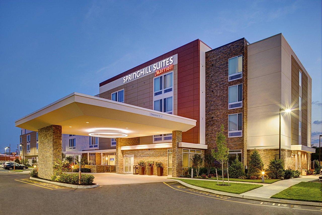 THE 10 CLOSEST Hotels to Nyu Winthrop Hospital, Mineola