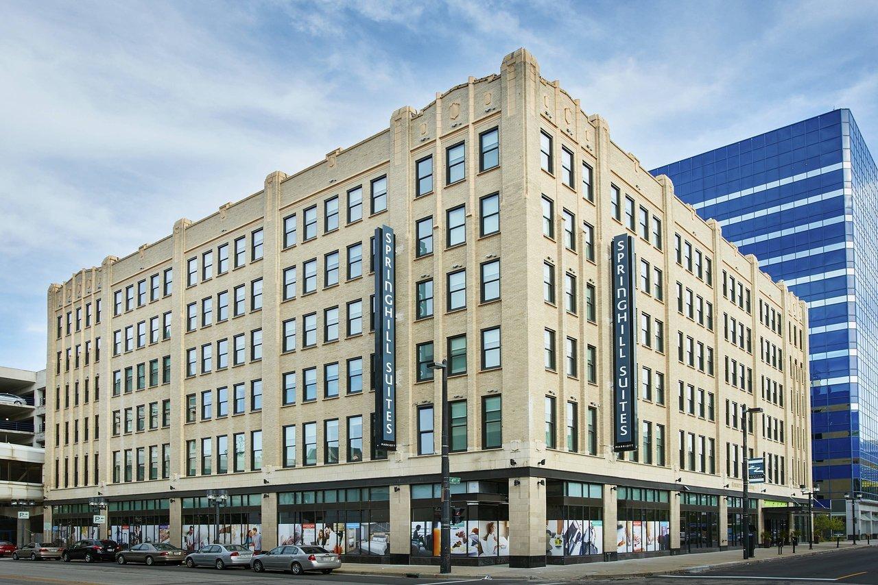 Condos After Dark 100 Wisconsin Avenue >> The 10 Closest Hotels To Wisconsin Center Milwaukee Tripadvisor