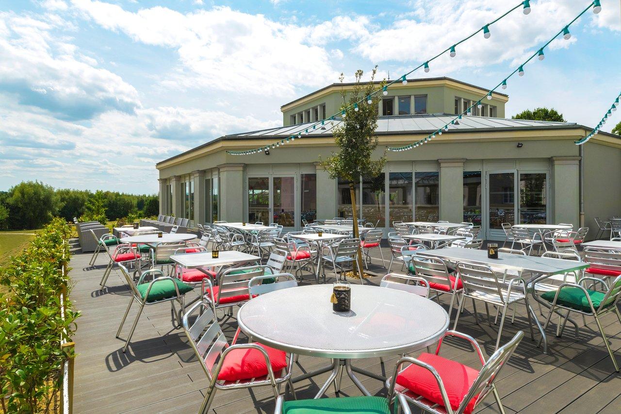 Magny Le Hongre Restaurant b&b hotel at disneyland paris $55 ($̶1̶3̶5̶) - updated 2020