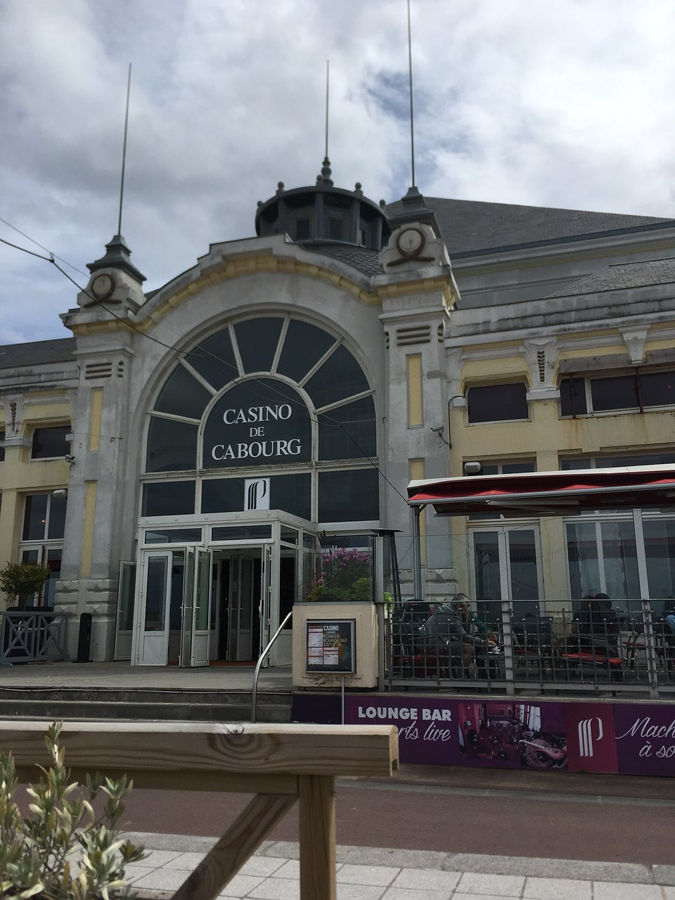 Casino cabourg poker hollywood casino baton rouge restaurant