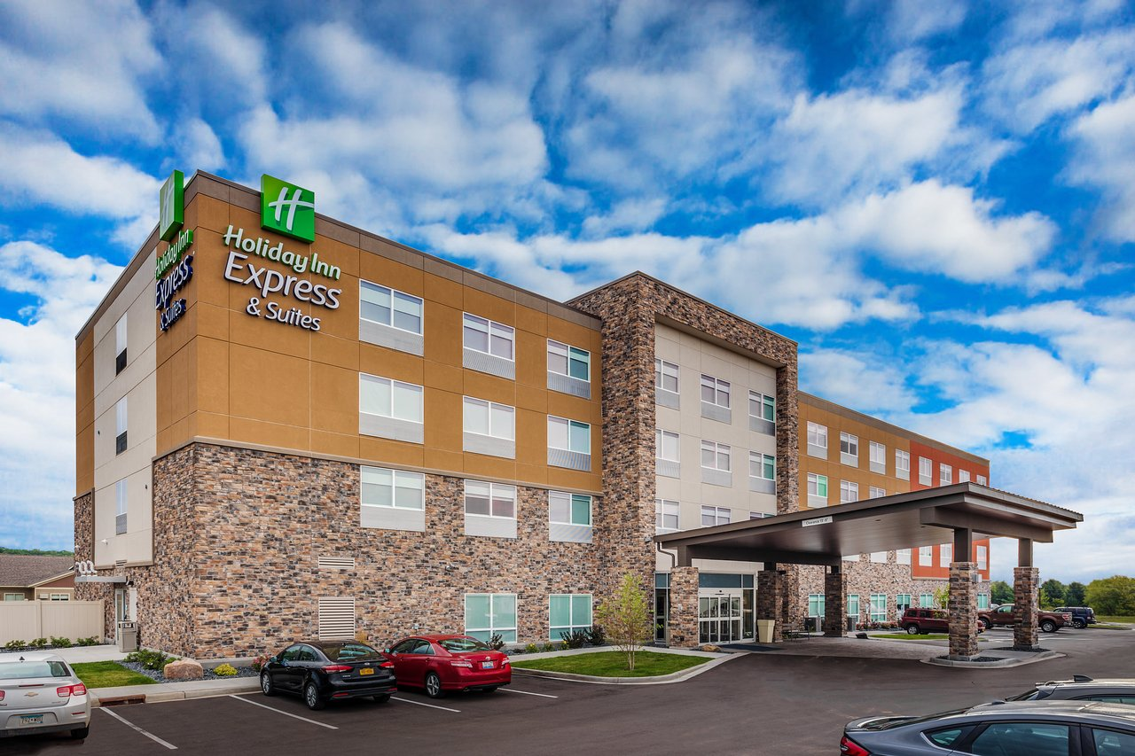 HOLIDAY INN EXPRESS & SUITES - RICE LAKE $89 ($̶1̶3̶0̶