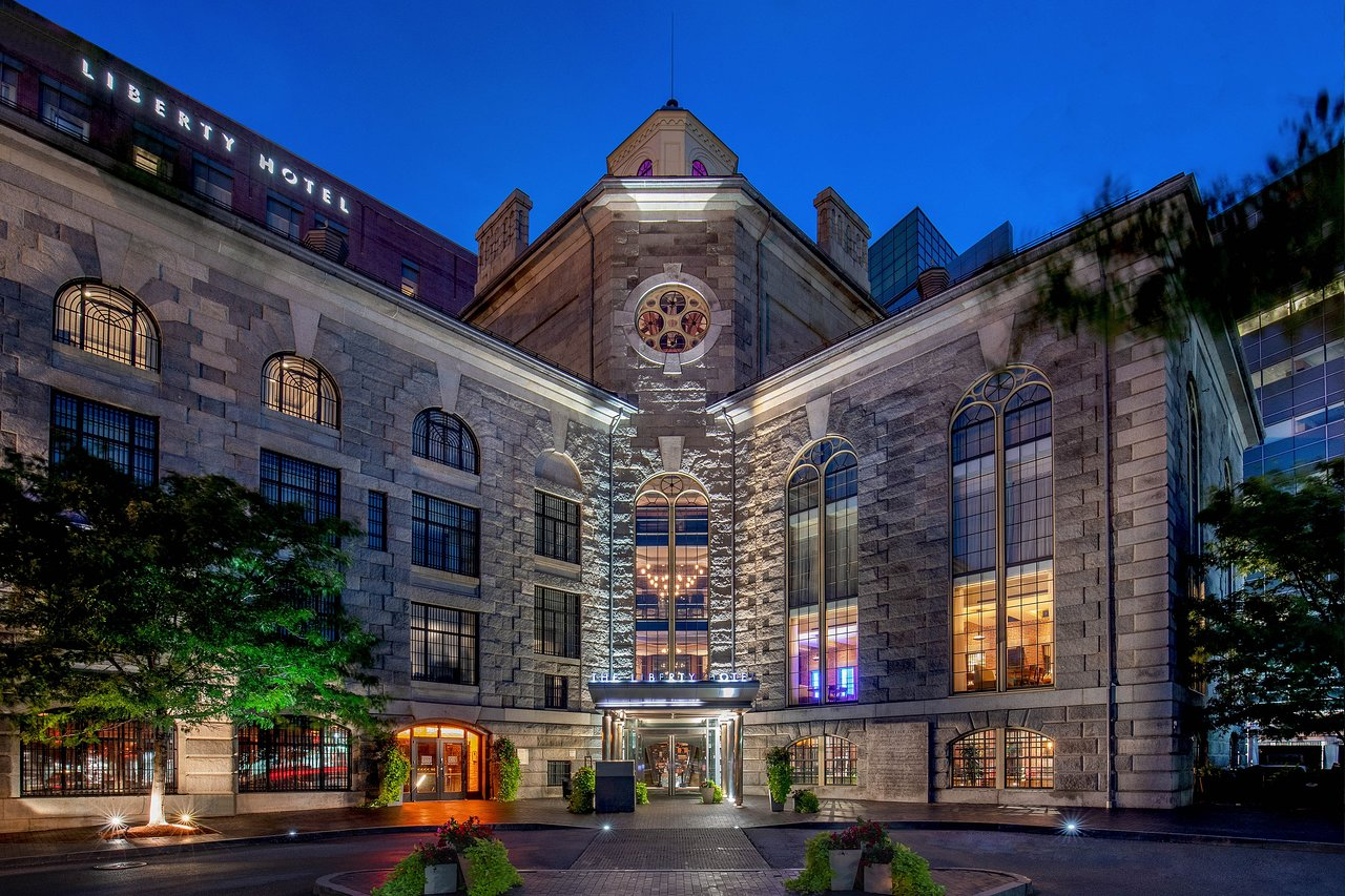 THE 10 CLOSEST Hotels to Charles/MGH Station, Boston