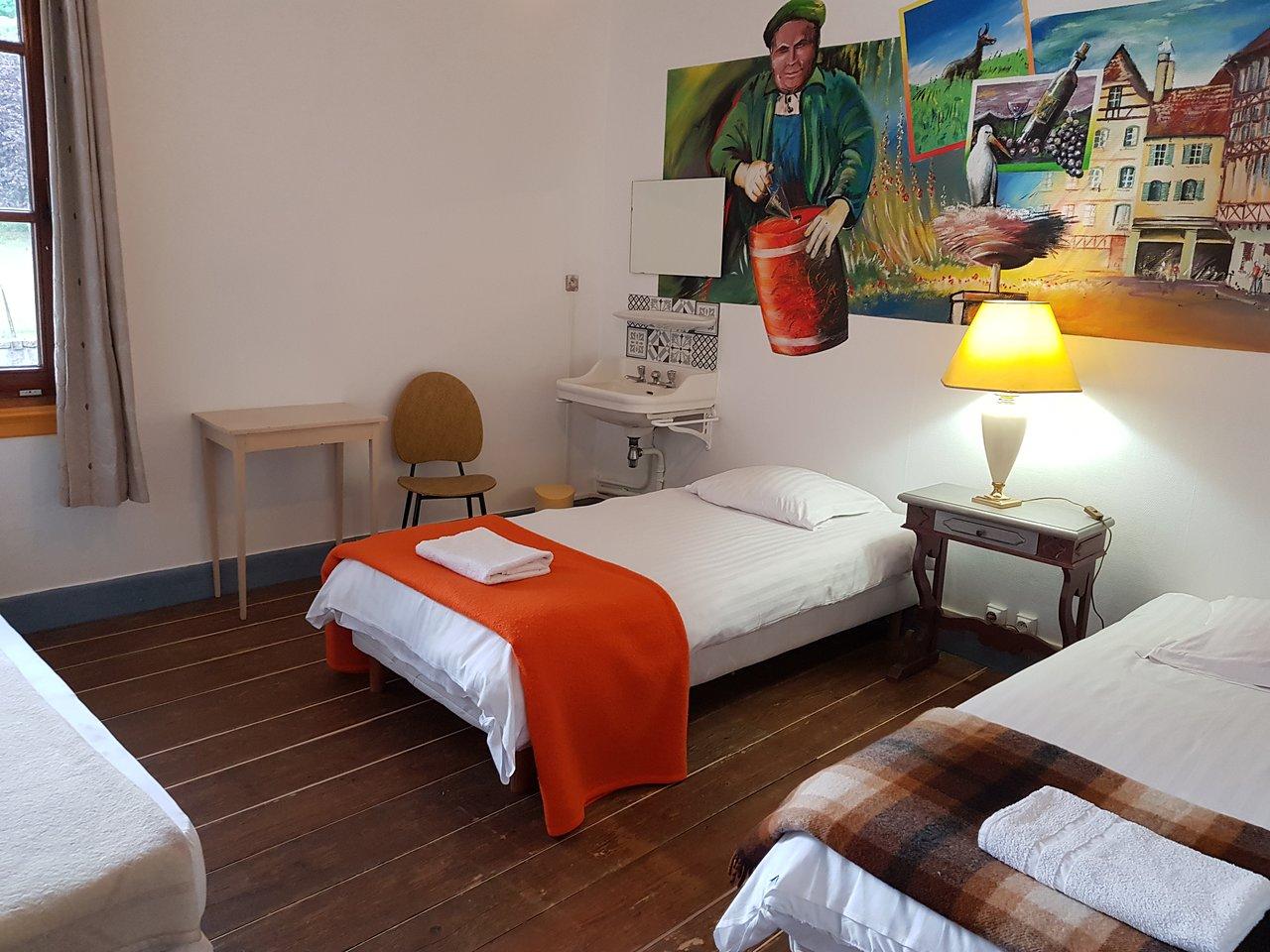 Tete De Lit Porte De Grange les brimbelles hostel aubure - prices & reviews (france