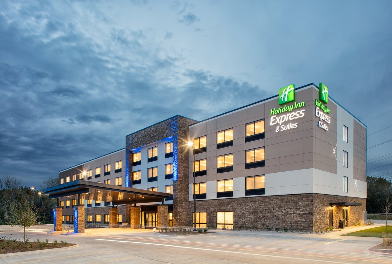 HOLIDAY INN EXPRESS & SUITES EAST PEORIA - RIVERFRONT $95 ... on map of red roof inns, map of hampton inns, map of holiday travel, map of la quinta inns,