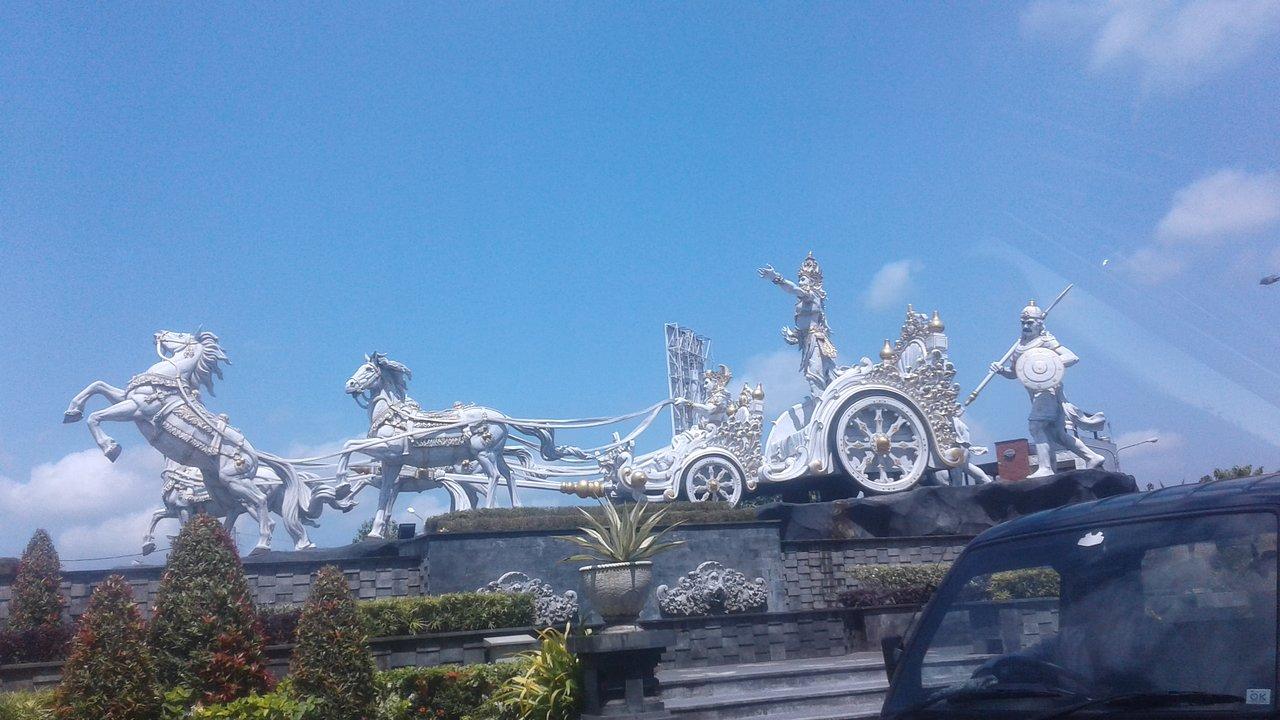 Krishna Arjuna Statue