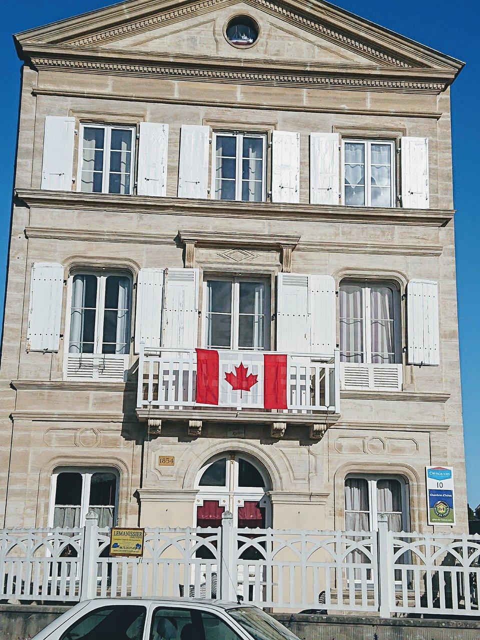 Anais Y Lili joyeux reveil $89 ($̶1̶0̶1̶) - prices & specialty inn