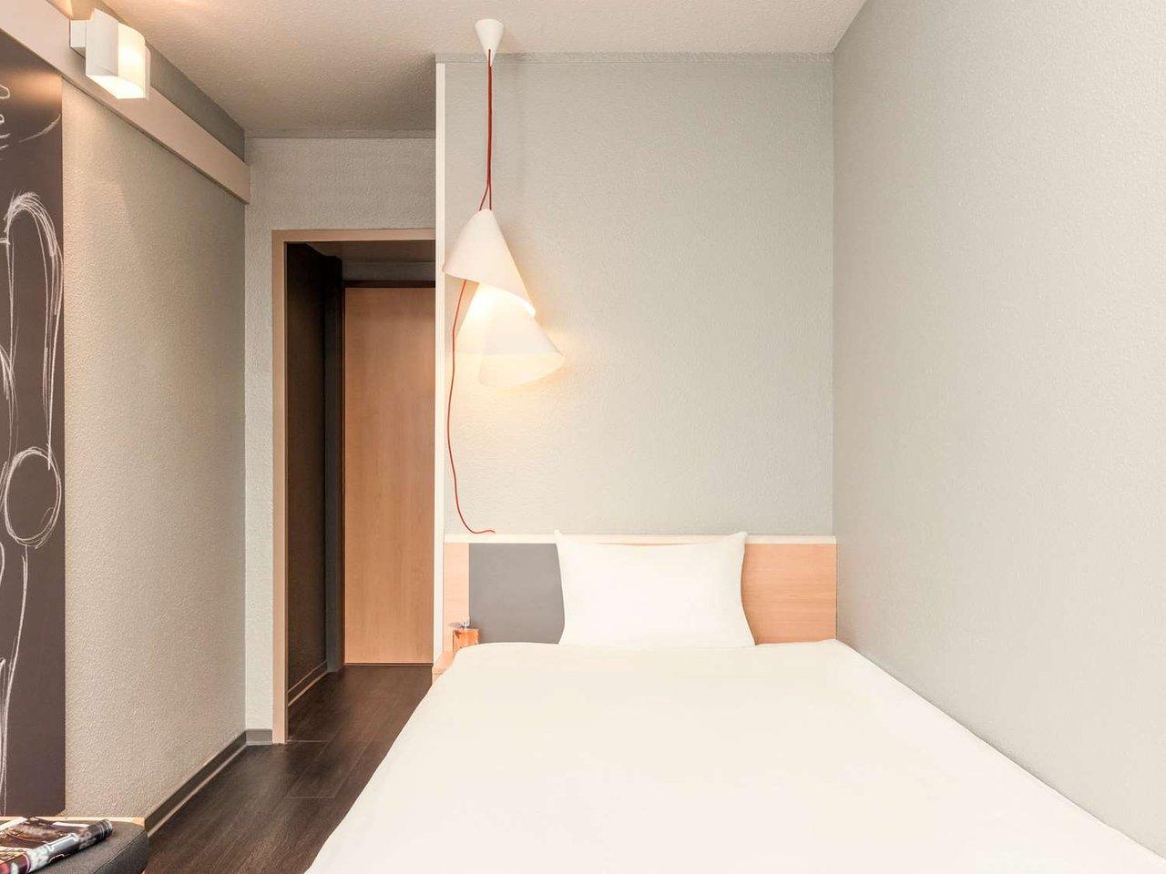 Le Rendez Vous Enchanté Le Chesnay ibis versailles parly 2 $54 ($̶8̶3̶) - prices & hotel