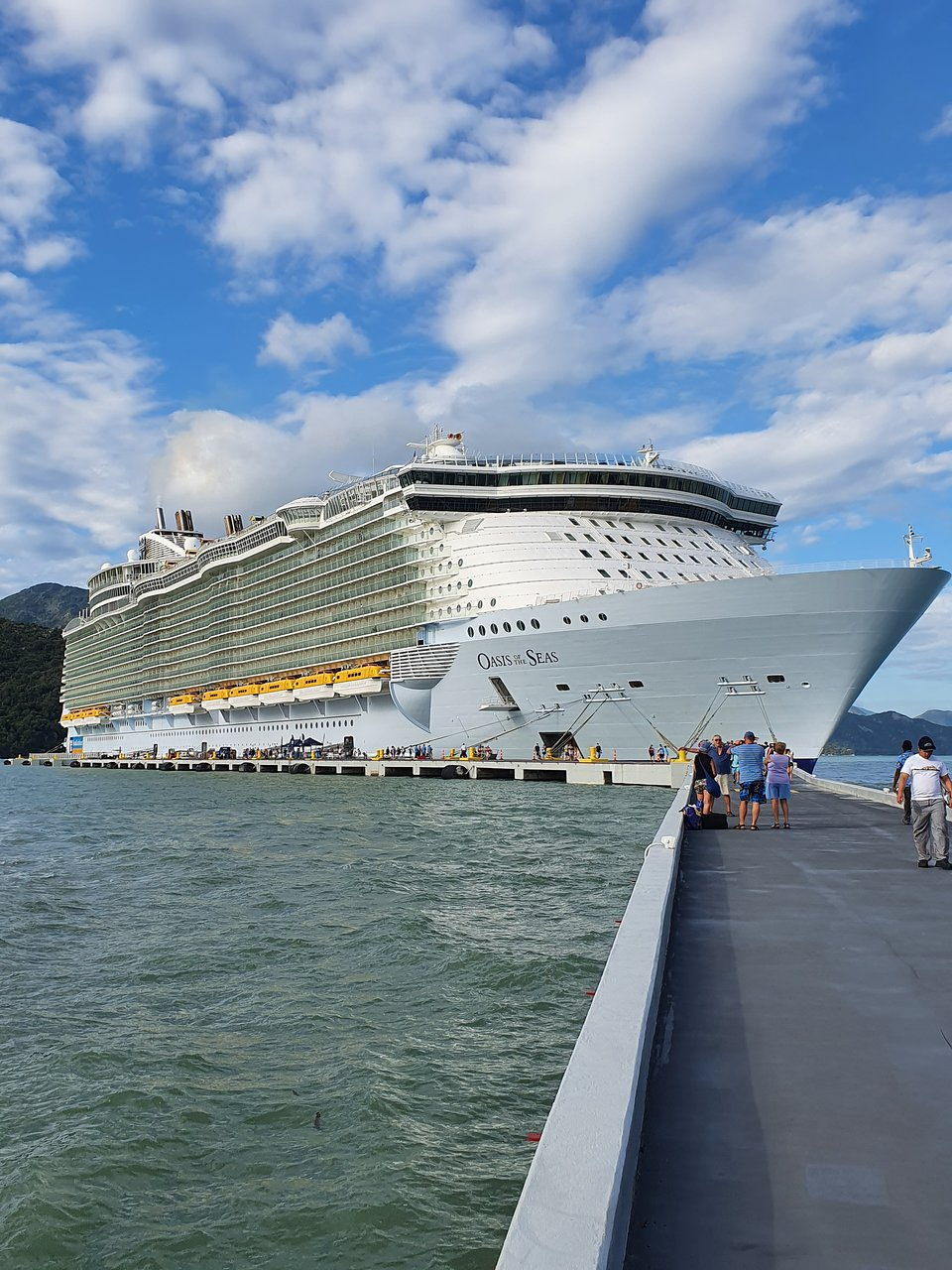 Royal Caribbean Oasis of the Seas - Deck Plans, Reviews & Pictures ...