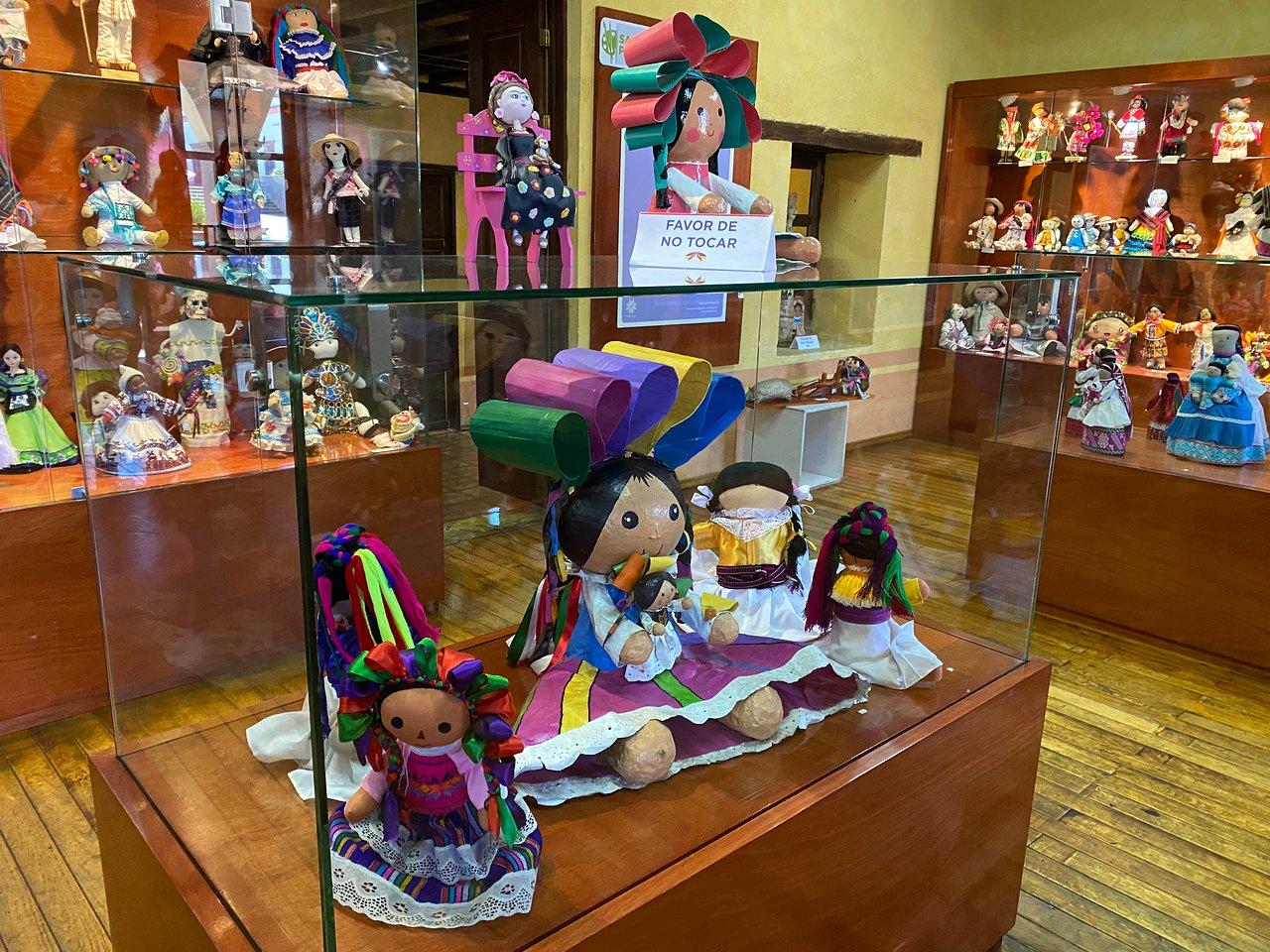 interior del museo de la muñeca artesanal