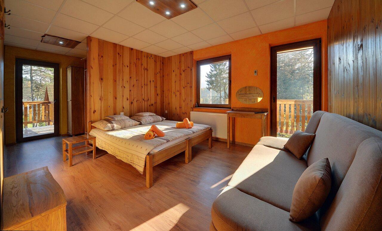 Pokój w obiekcie z dwoma balkonami i widokiem na góry