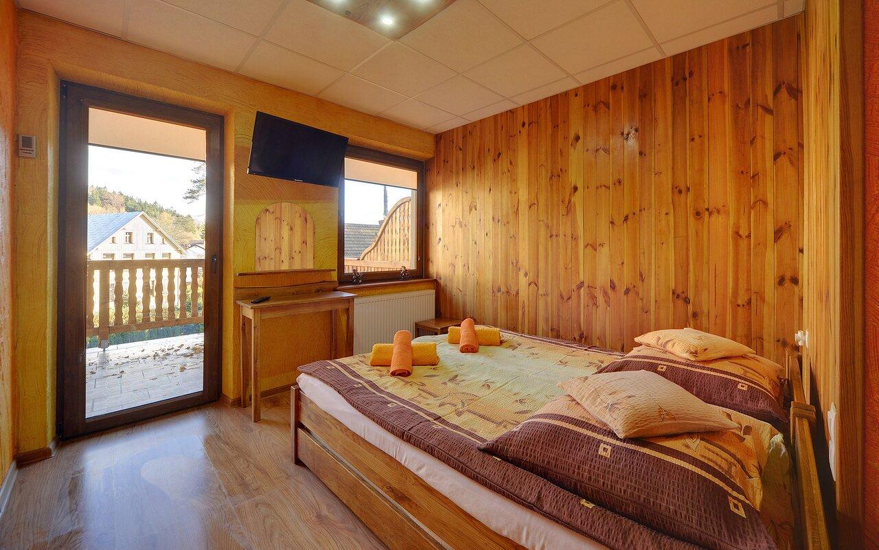 Pokój w obiekcie z balkonem i widokiem na góry