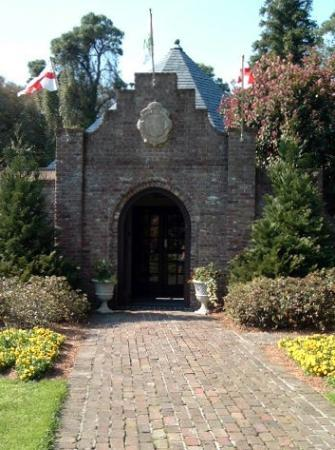 Entrance to Elizabethan Gardens.