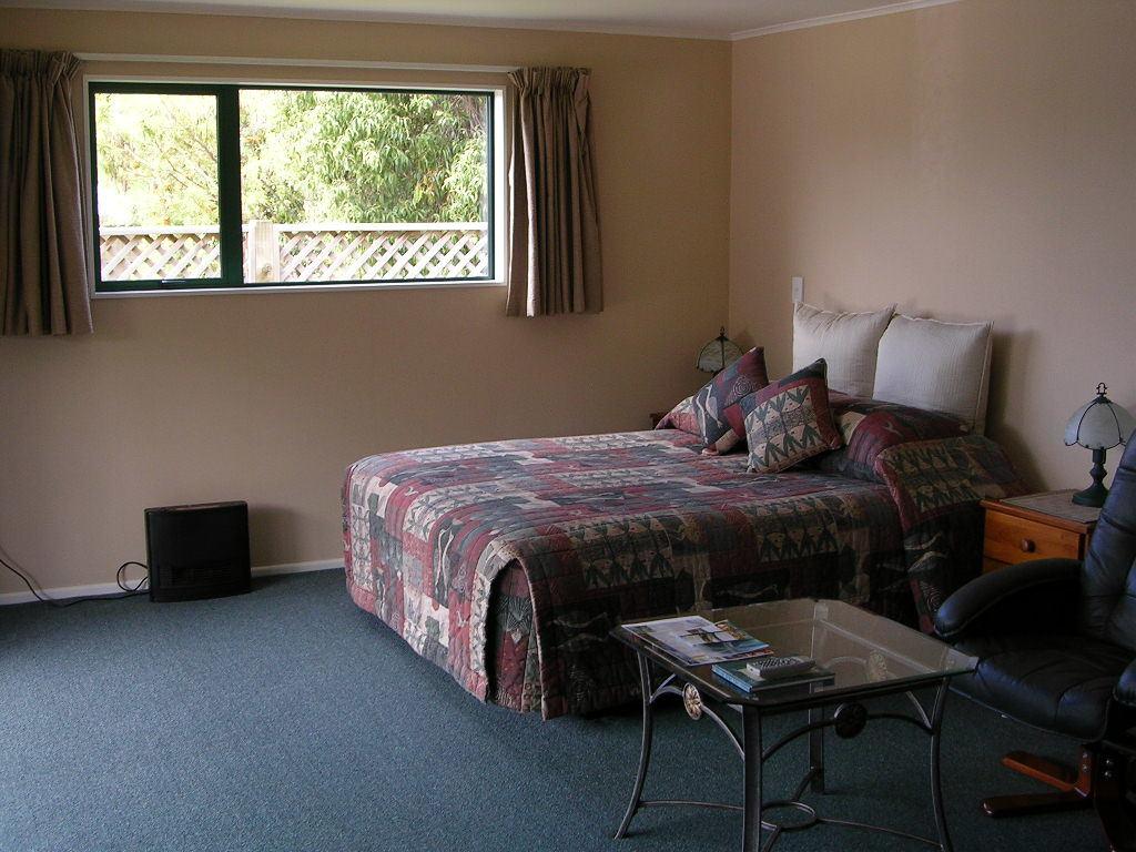Antler Lodge Bed & Breakfast
