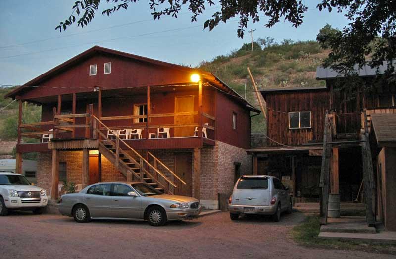 The Lariat Motel