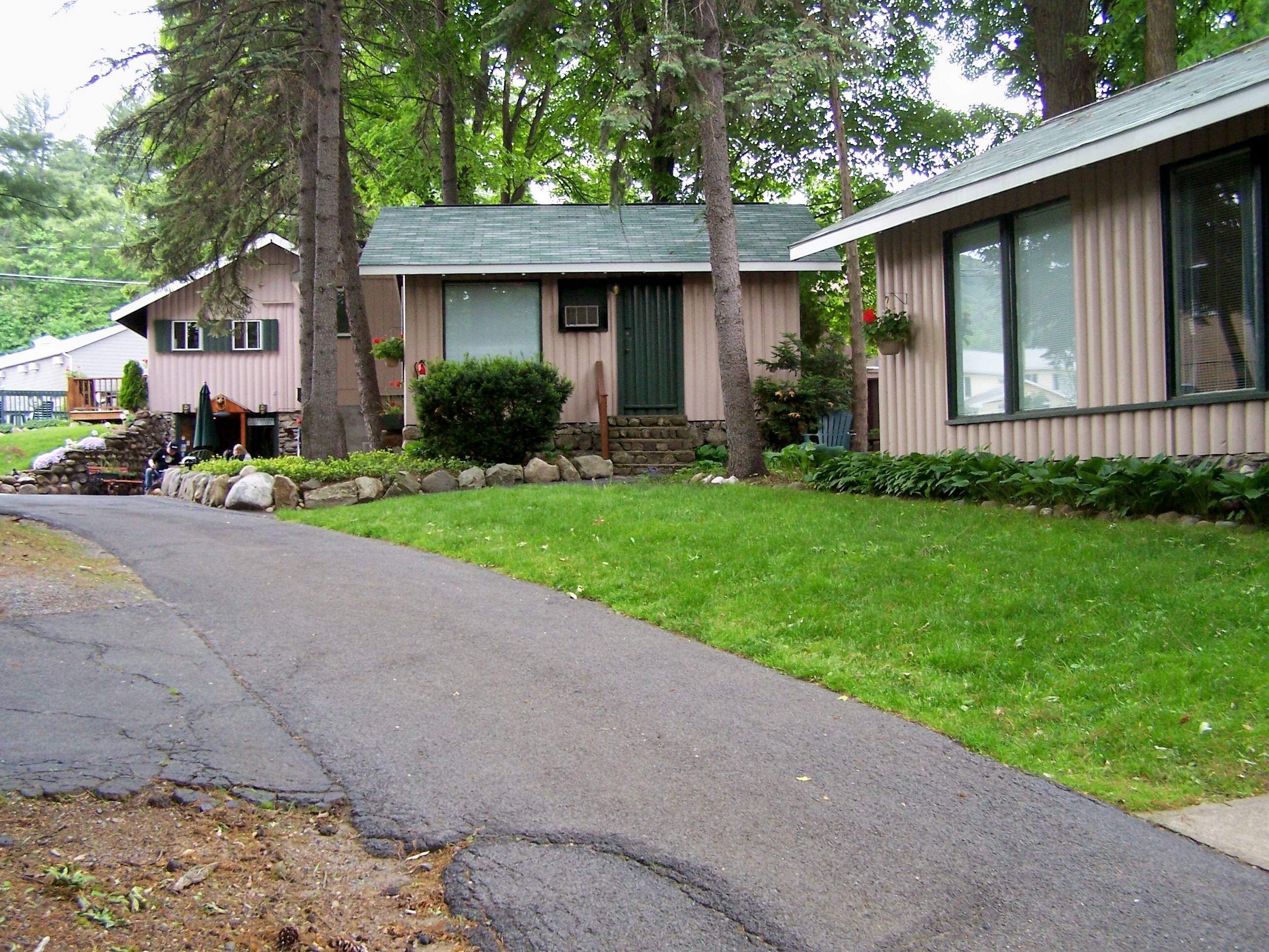 The Balsam Motel & Cottages