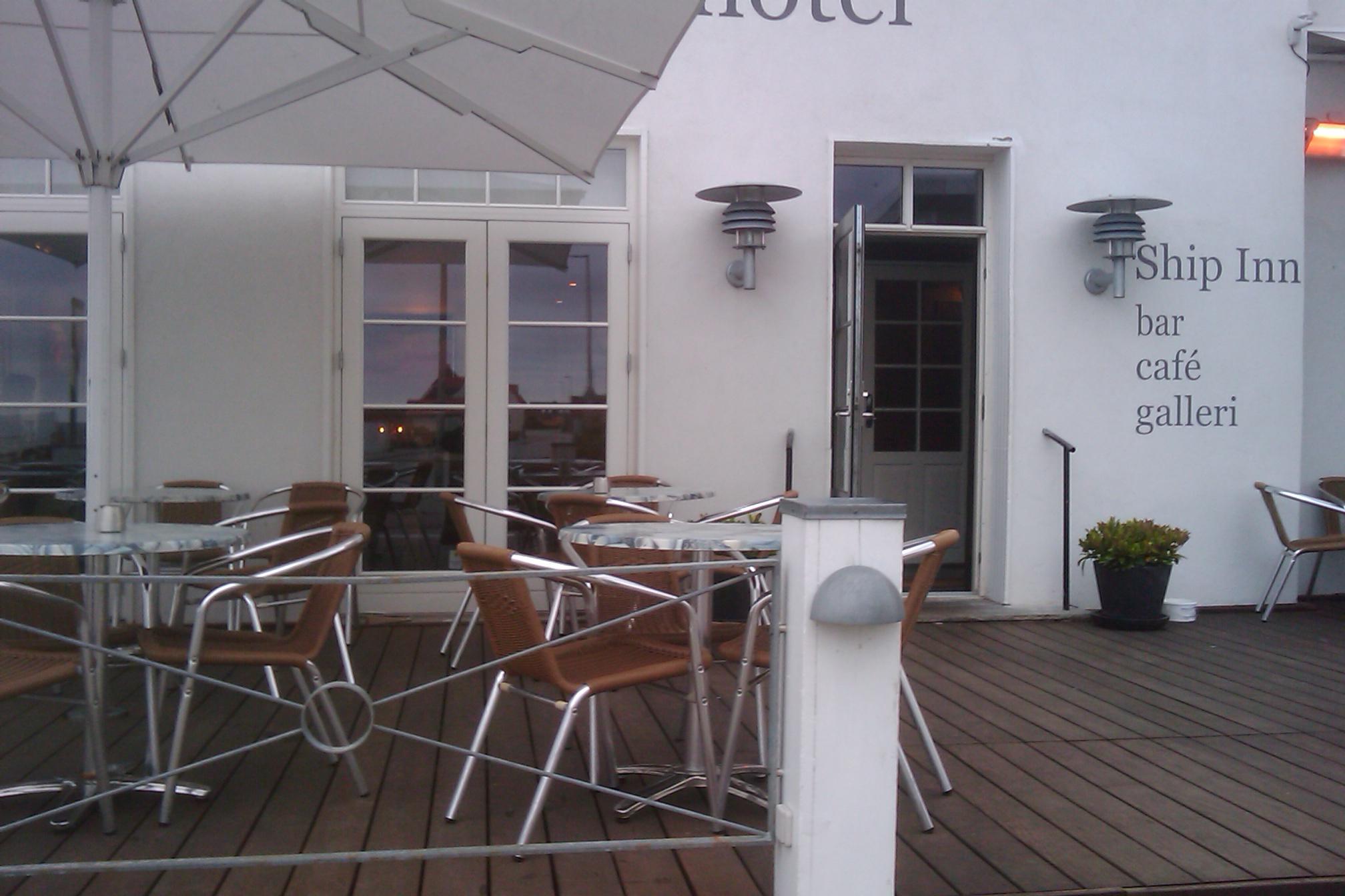 Ship-Inn Pub & Cafe