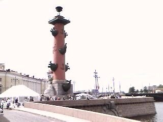 ‪Naval Museum in Old Stock Exchange and Rostral Columns‬