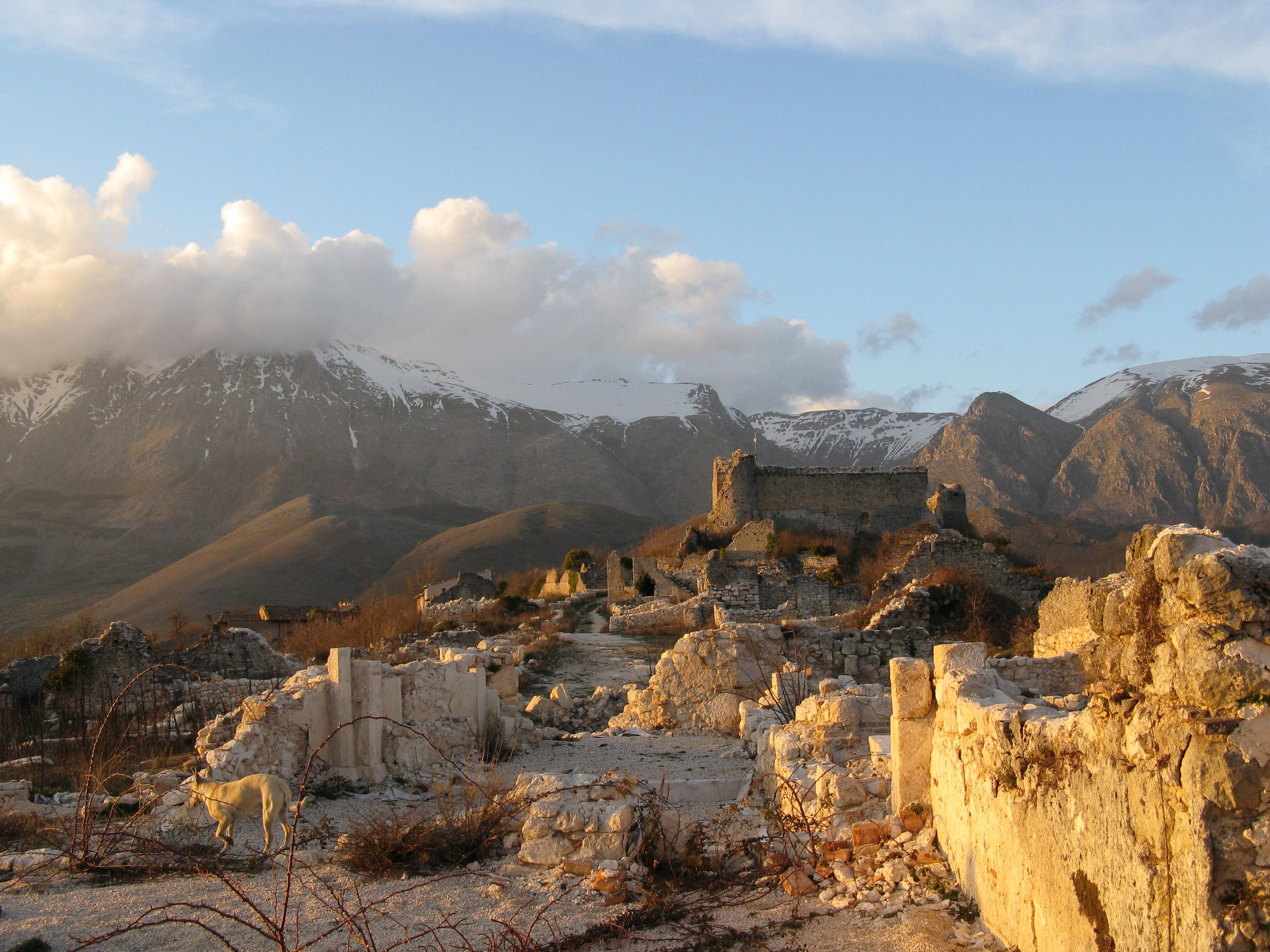 Borgo Medioevale di Alba Fucens