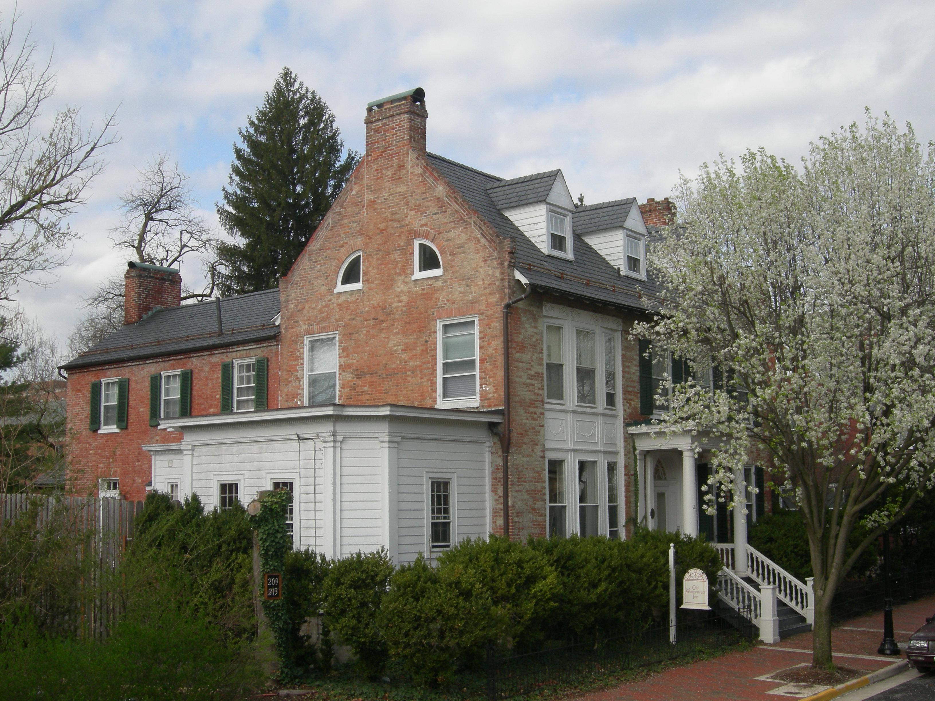 Old Waterstreet Inn