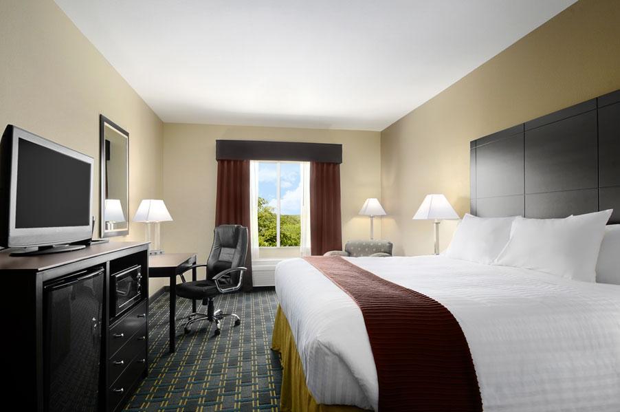 Days Inn & Suites Mineral Wells