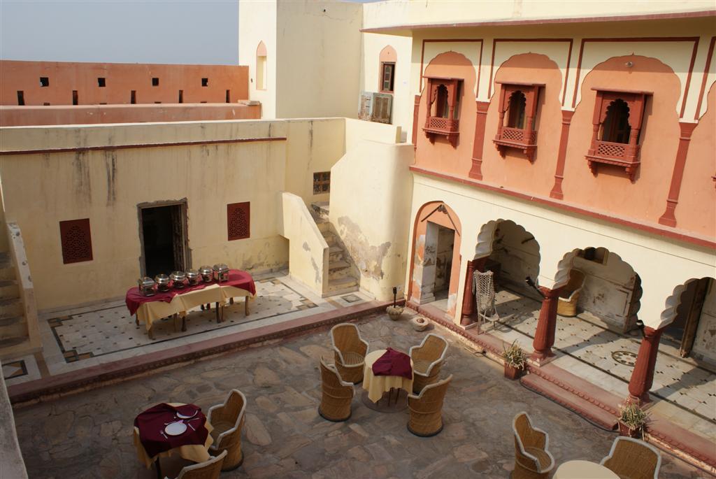 Hotel Fort Madhogarh