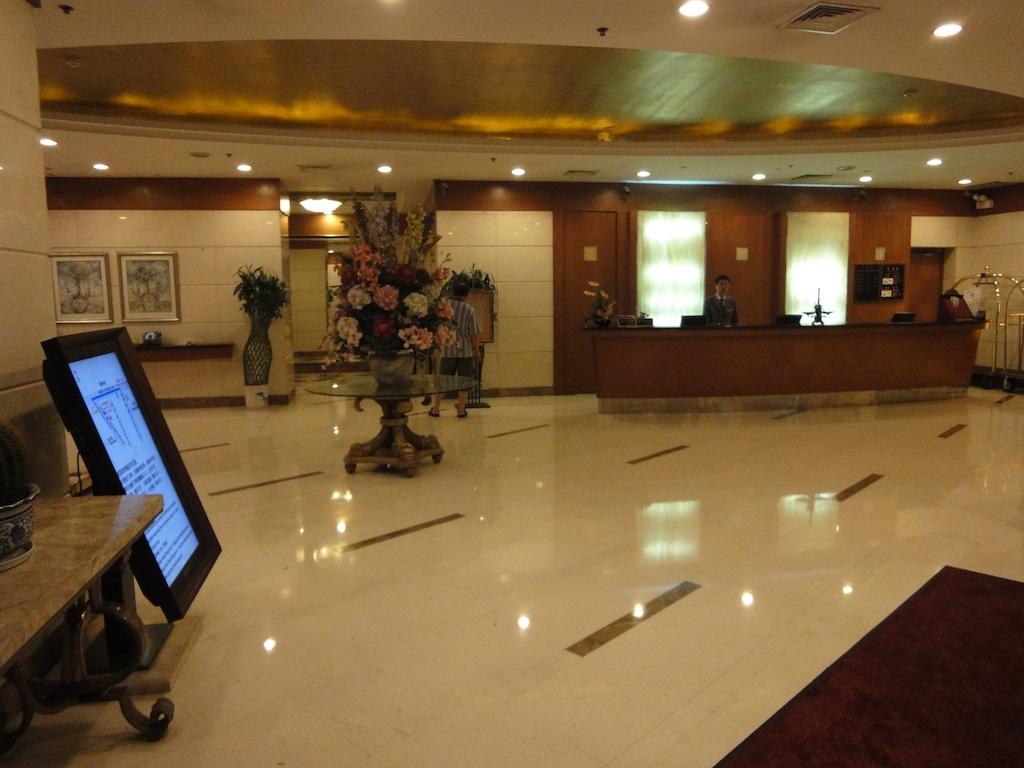Donghu Hotel (Donghu Road)