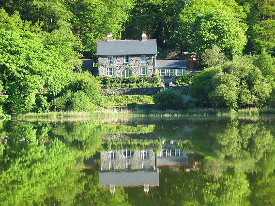 ‪The Old Rectory on the Lake‬
