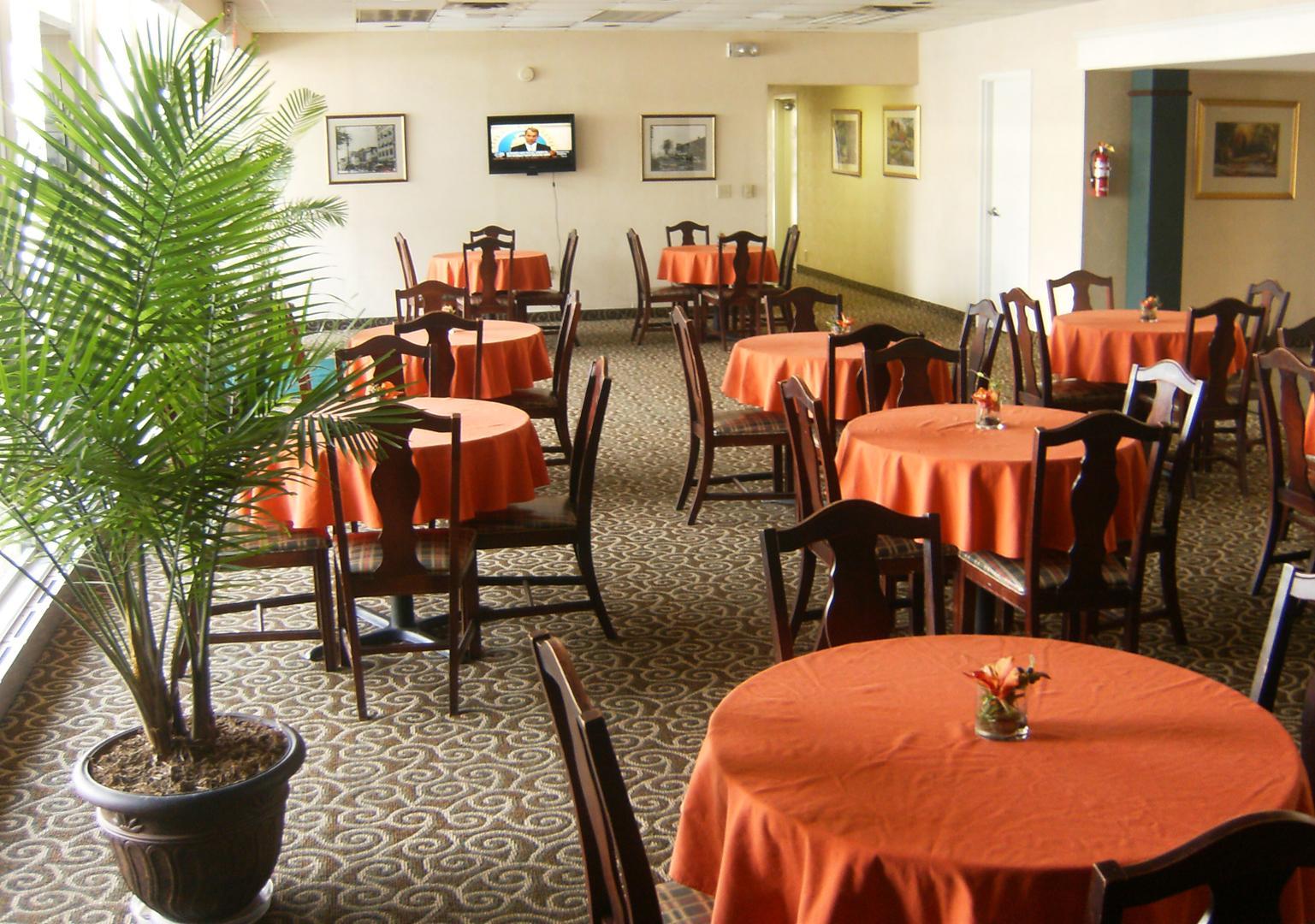 Howard Johnson Inn and Suites Columbus