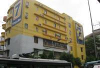 Hotel & lingkungan sekitarnya