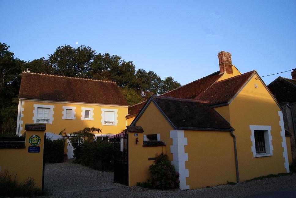 A la maison jaune b b appoigny voir 14 avis et 12 photos for De la maison avis