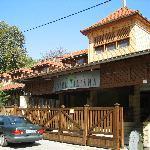 蒂利亞納酒店