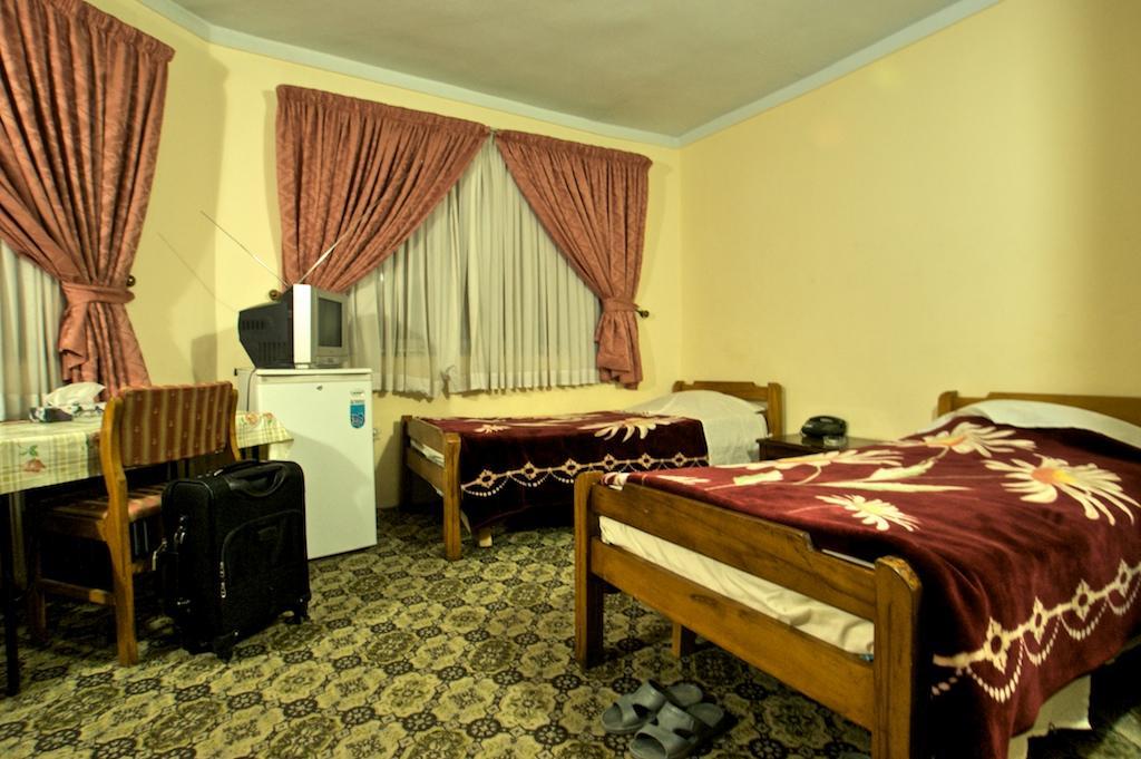Bozorg-e-Noor Hotel