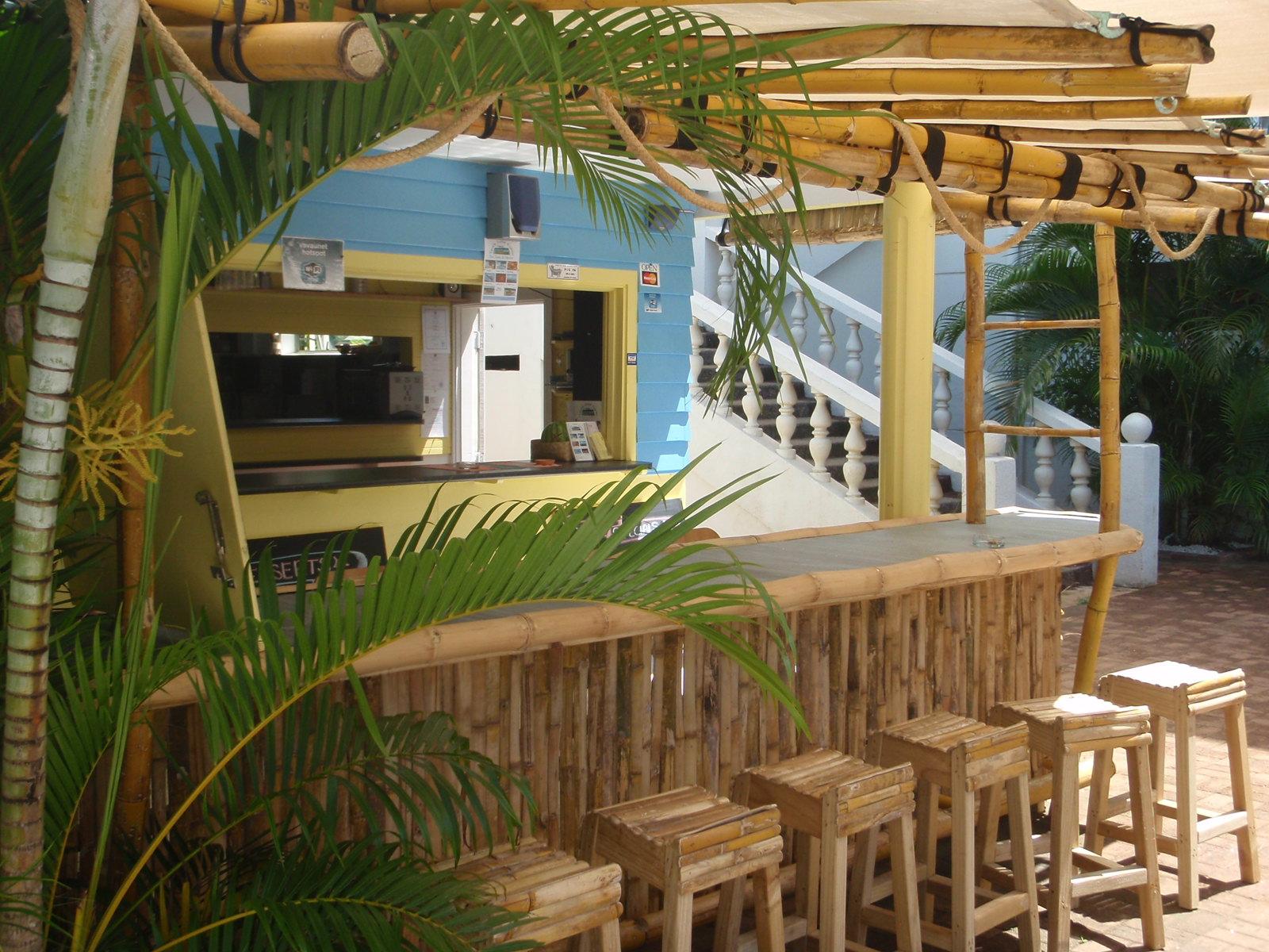 Poolside Cafe Bar & Restaurant