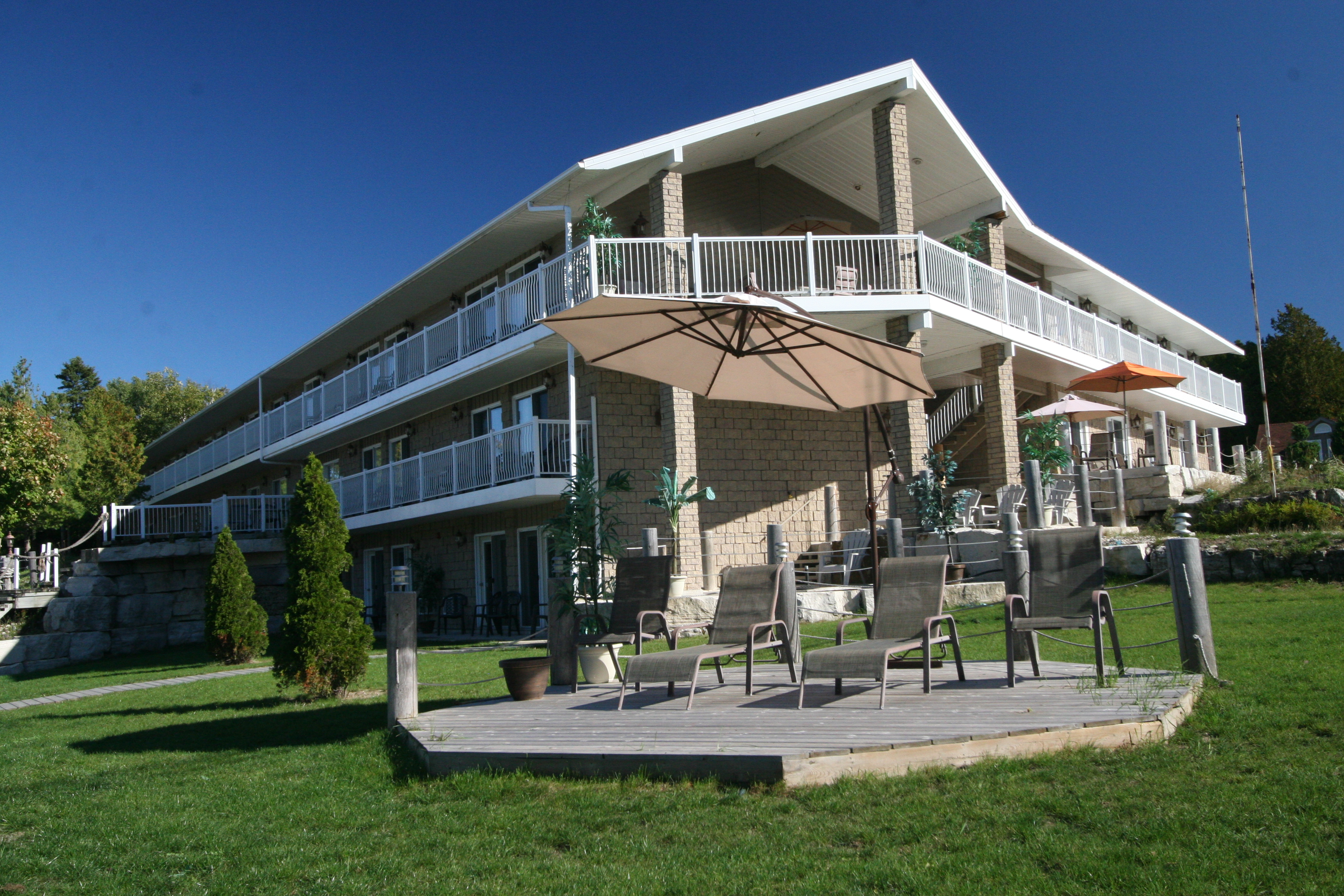 Bruce Anchor Motel and Cottage Rentals