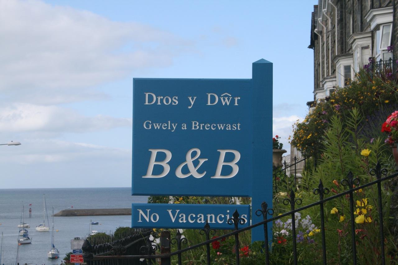 Dros y Dwr